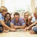 Familie med brætspil