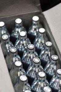 Små metalflasker med nitrogenoxid - lattergas